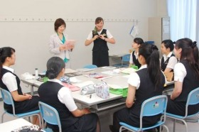 日本航空専門学校航空ビジネス科メイクレッスン